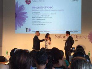 Il Presidente Di Fujifilm, Hiroaki Shimosaka, premia Ester Viola